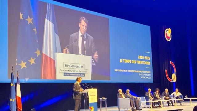 Christian Estrosi devant les 1 600 élus des intercommunalités de France